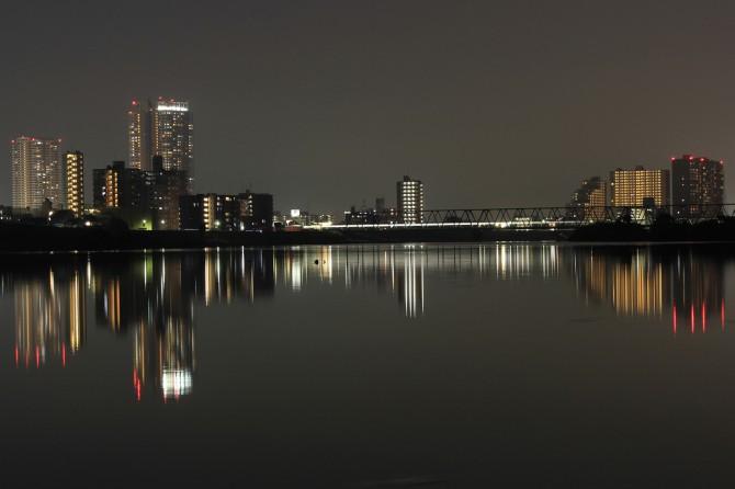 江戸川沿いから撮った市川駅方面