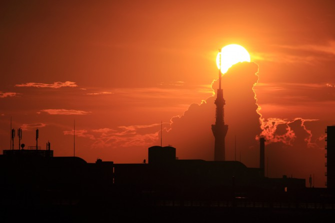 東京スカイツリーと夕陽