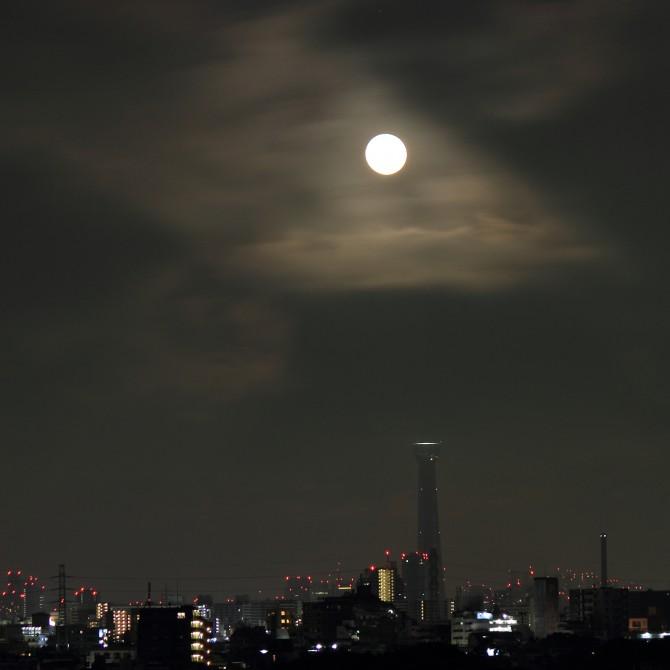 今日の満月はブルームーン