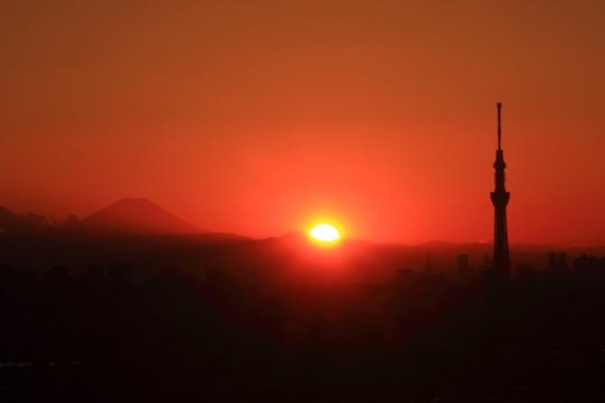 富士山と夕陽と東京スカイツリー