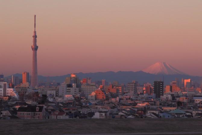 富士山と東京スカイツリー 里見公園より