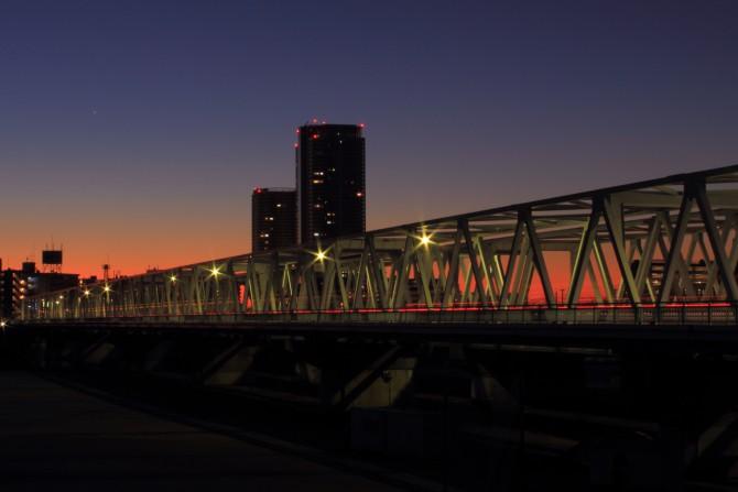 日の出前の市川橋