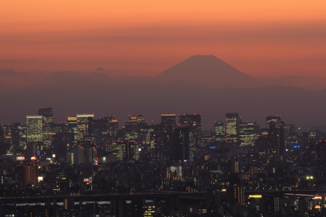 日没後の富士山 アイ・リンクタウン展望施設より