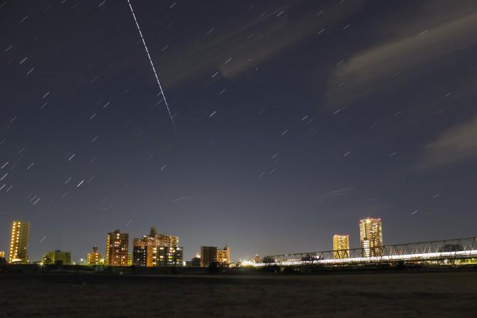 国際宇宙ステーション(ISS)の軌跡 江戸川河川敷より
