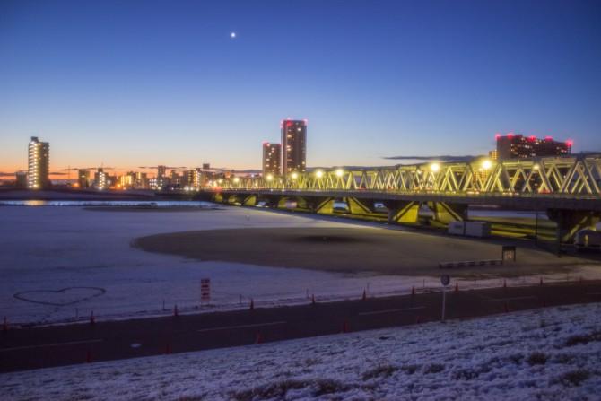 雪の翌朝 江戸川にて