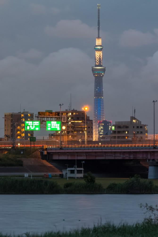 東京スカイツリーと京葉道路