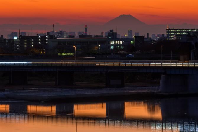 日没後の江戸川から