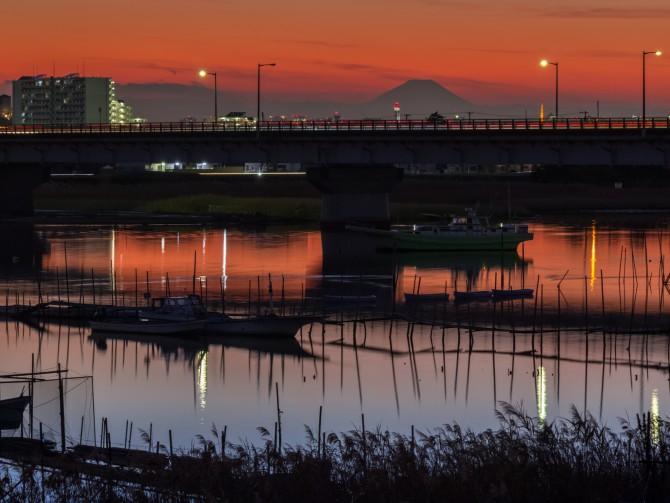 日没後の江戸川放水路 新行徳橋の近くから