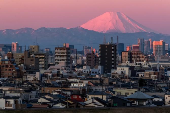 けさの富士山 里見公園より