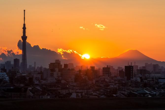 夕陽と富士山と東京スカイツリー 里見公園より