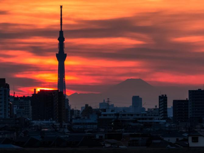 夕焼けと富士山と東京スカイツリー