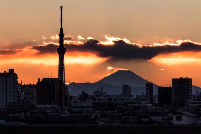 江戸川(国府台)より 富士の影