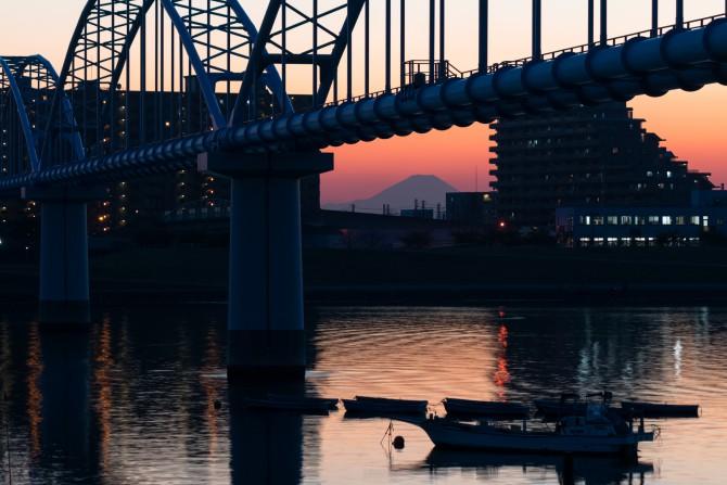 江戸川放水路(東西線第二江戸川橋梁南)より 日没後に
