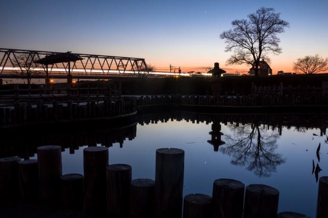 日没後の江戸川から 小岩菖蒲園より