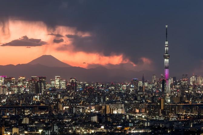 富士山と東京スカイツリー アイ・リンクタウン展望施設より
