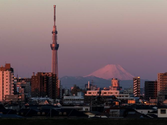 富士山と東京スカイツリー 江戸川より