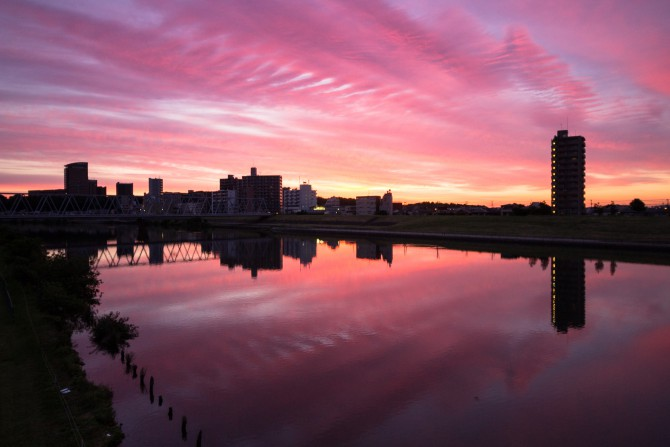 朝焼けに染まる江戸川