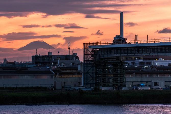 建設中の妙典橋と富士山