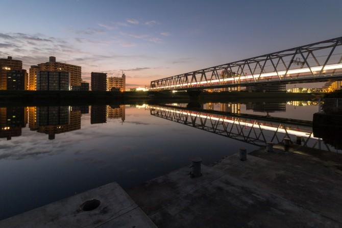 始発電車と江戸川