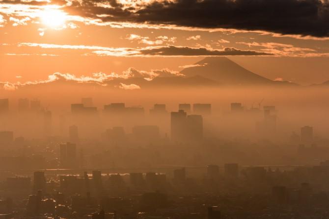 夕陽と富士山と東京 アイ・リンクタウン展望施設より