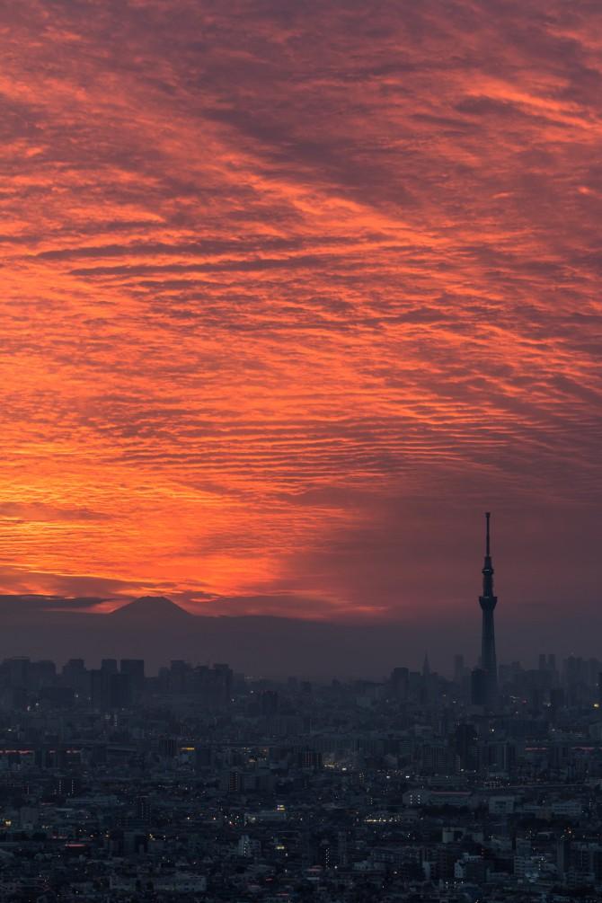 夕焼けと富士山とスカイツリーと