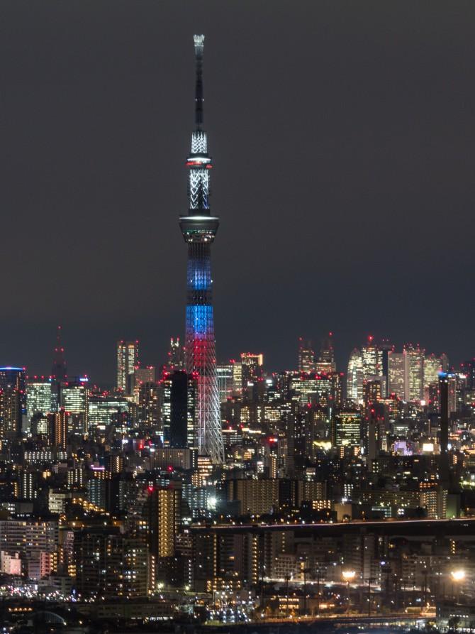 『スター・ウォーズ/フォースの覚醒』公開記念の東京スカイツリー