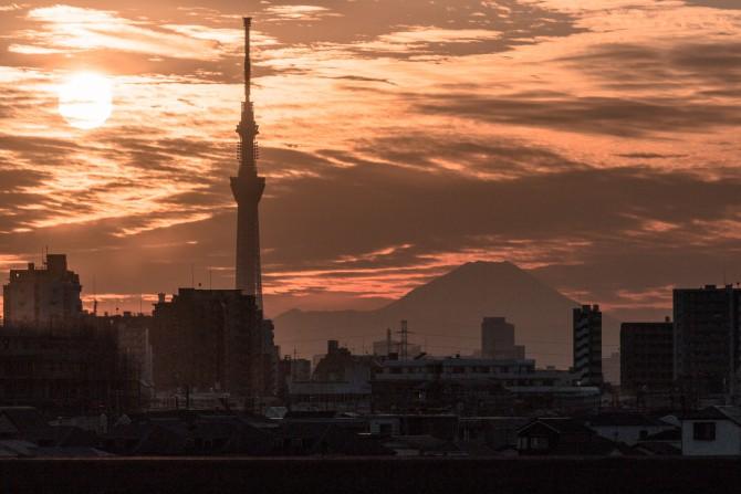夕陽とスカイツリーと富士山