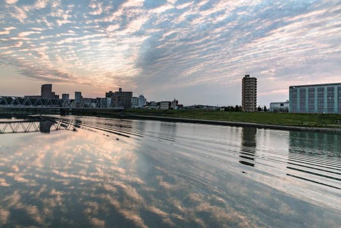 日の出のころの江戸川