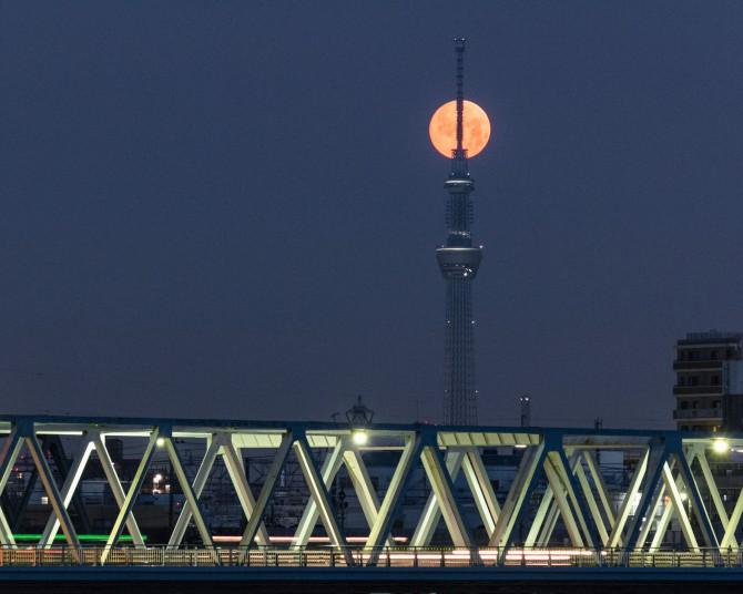 あすは満月