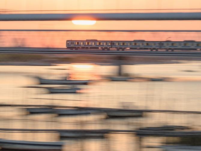 江戸川を渡る東西線