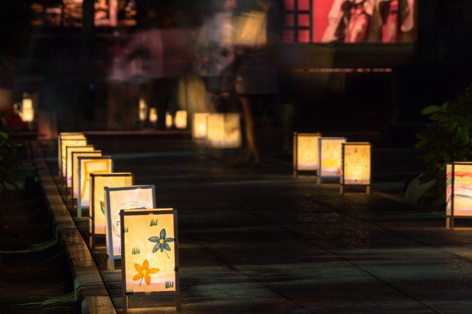 徳願寺で「行燈ライトアップ」