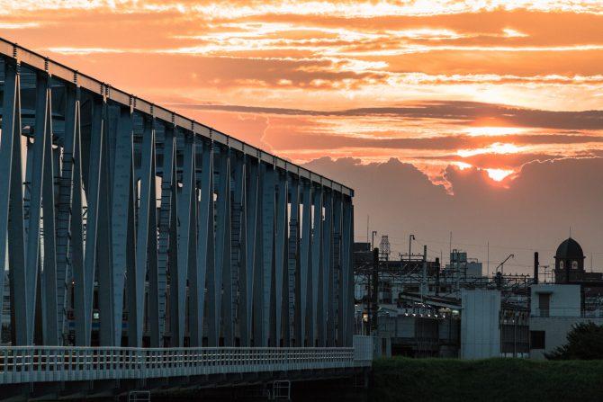 夕陽と京成電鉄江戸川橋梁