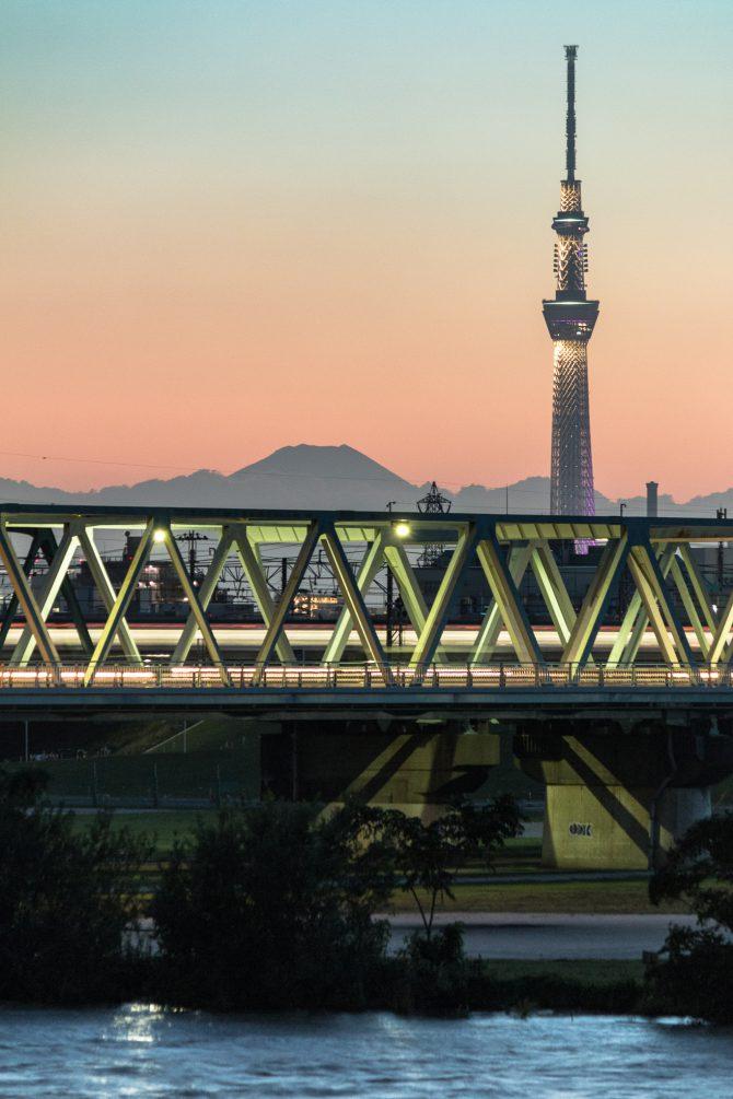 東京スカイツリーと富士山のてっぺんと市川橋