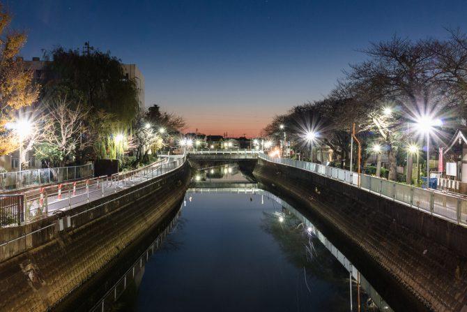 日の出前の真間川