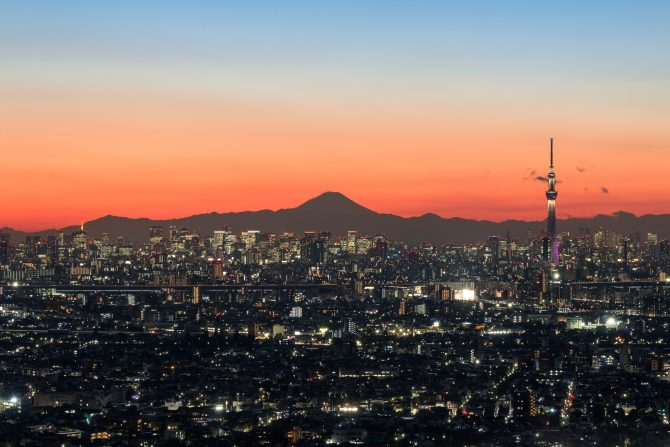 日没後の富士山と東京