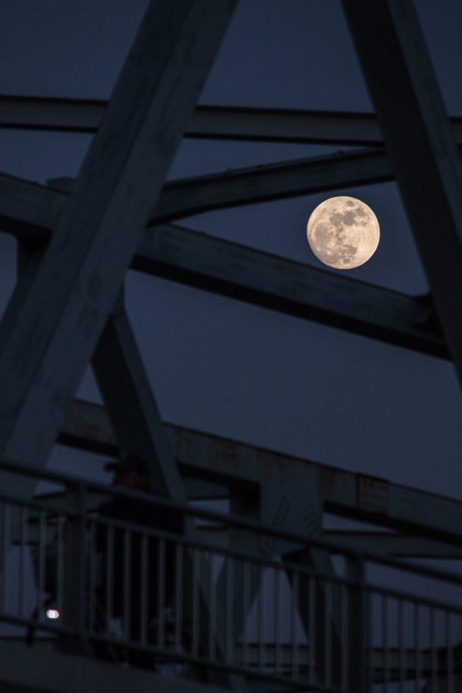 きょうは満月