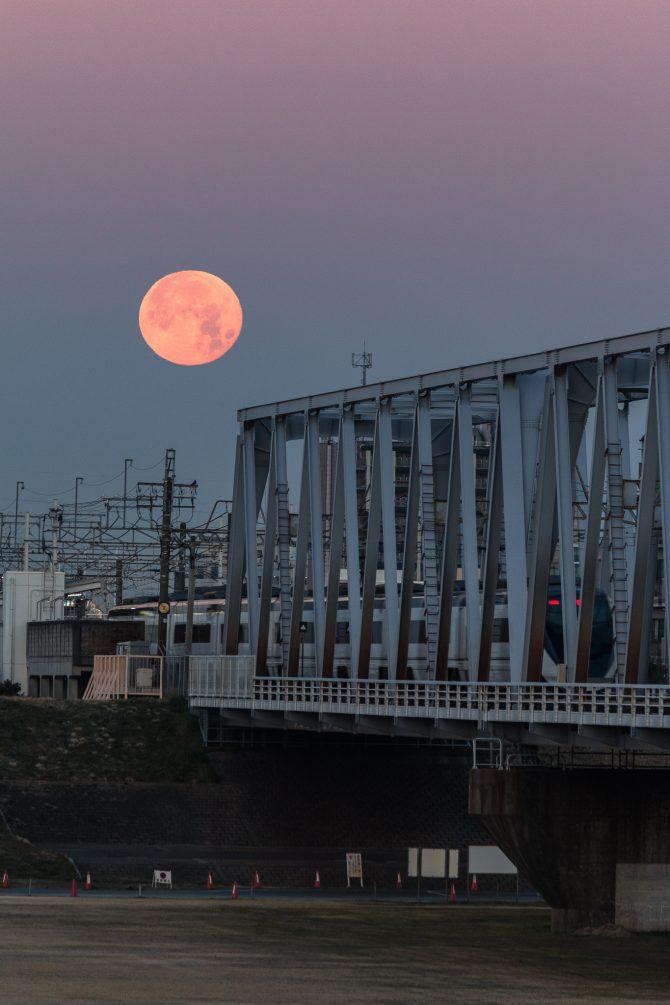 満月とビーナスの帯、京成モーニングライナー