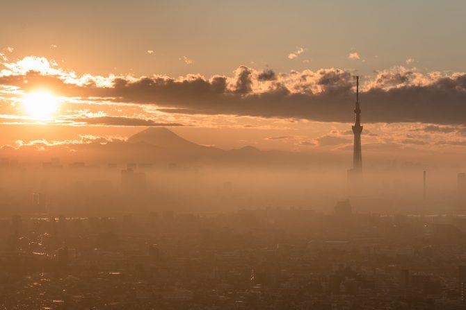 夕陽と富士山と夕霞と アイ・リンクタウン展望施設より
