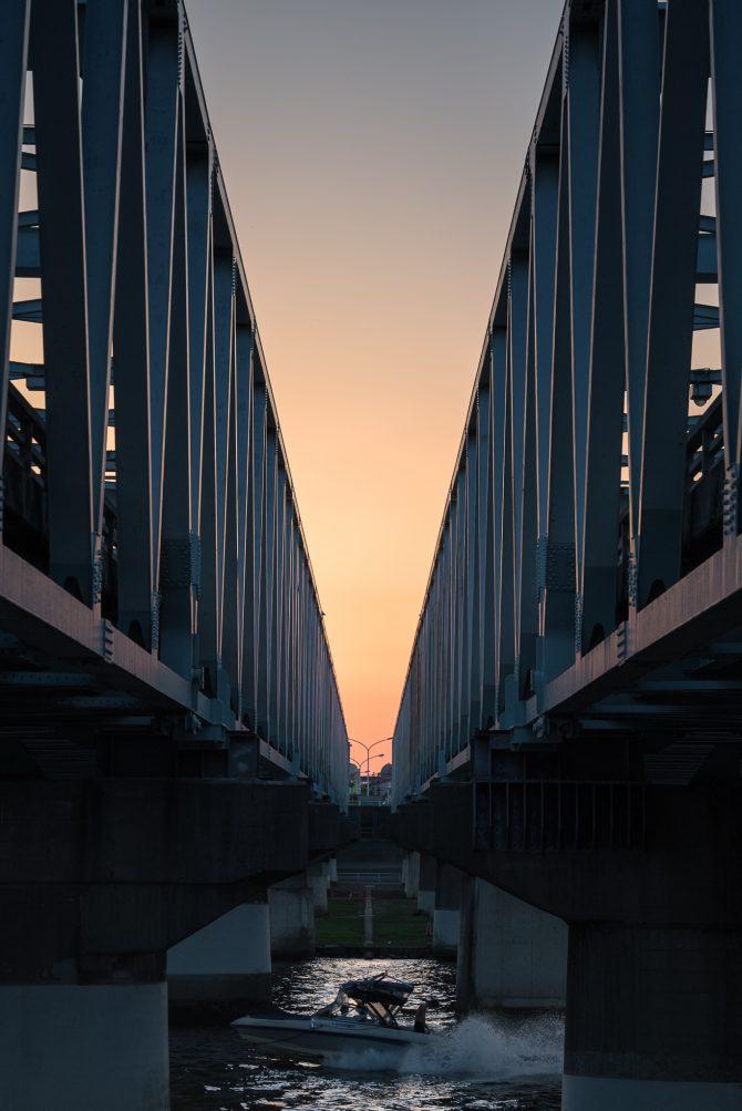 市川橋と夕空のグラデーション