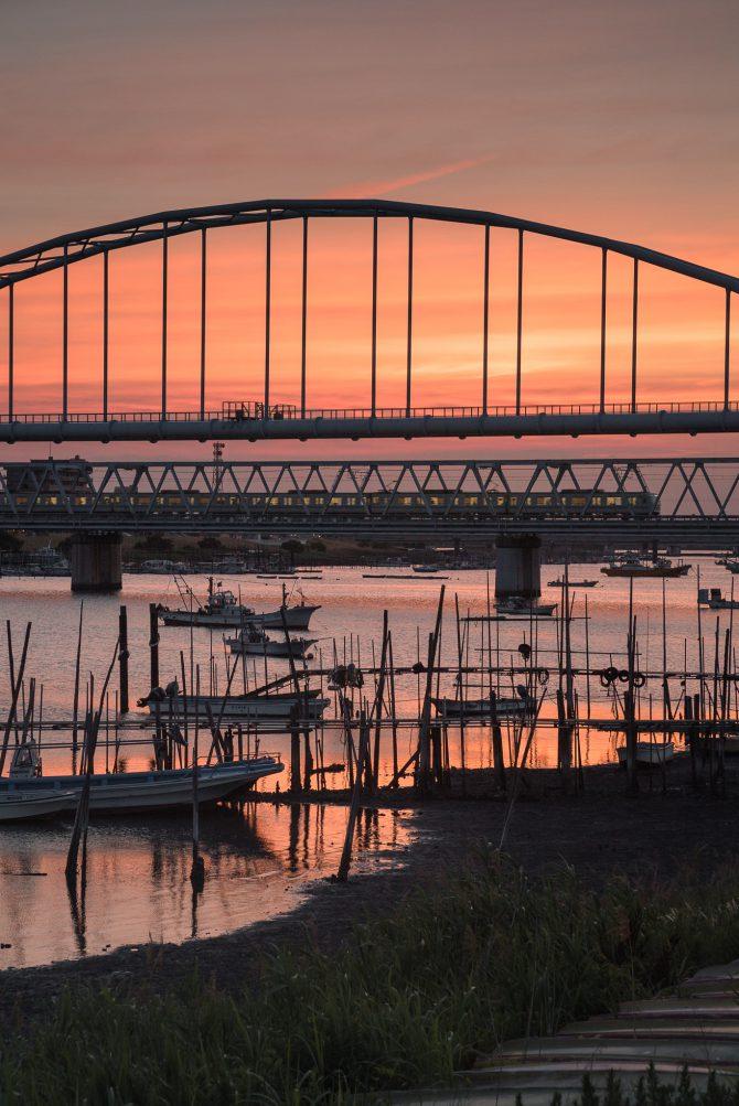 夕焼けの江戸川放水路