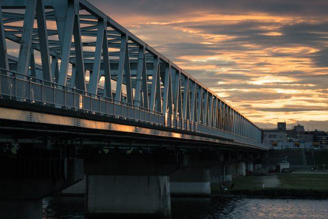 夕暮れの市川橋