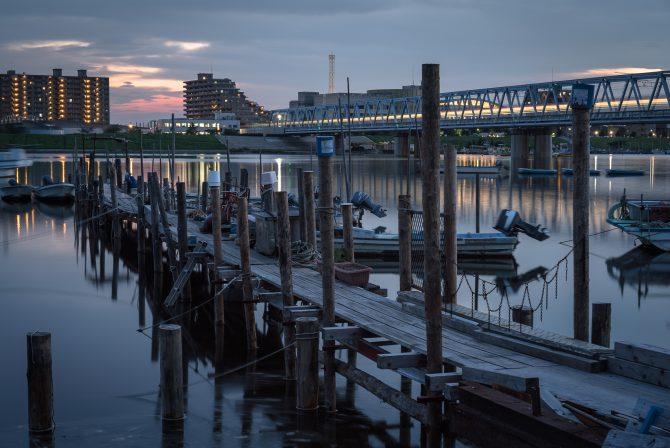 夜の桟橋と東西線