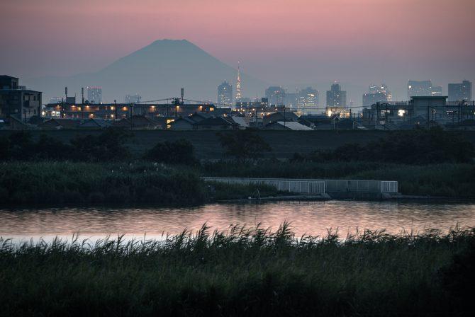 日没後の富士山と江戸川