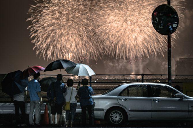 雨の浦安市花火大会