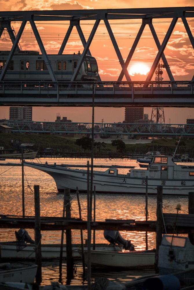 沈む夕陽と東西線