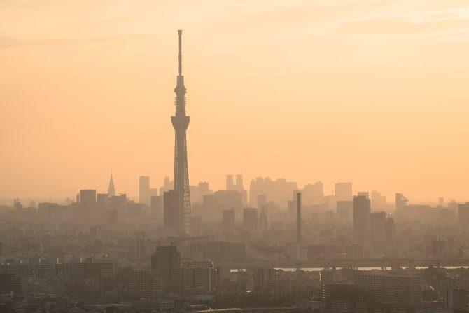 東京スカイツリーと夕暮れの東京