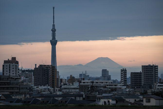 夏の富士山とスカイツリー