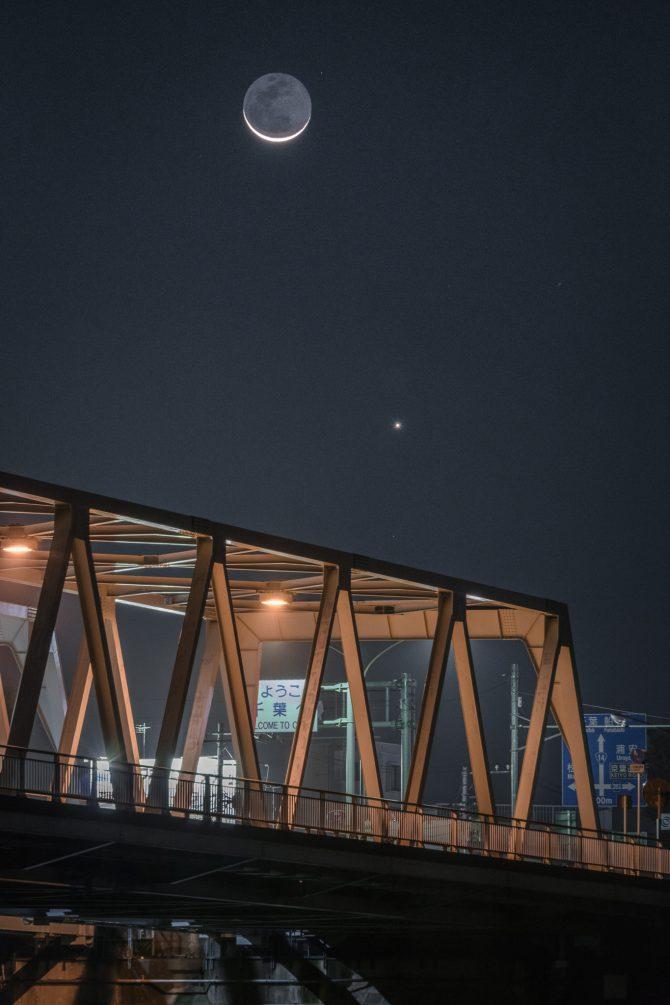 細い月と金星と市川橋