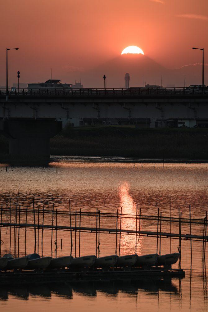 夕陽と富士山と新行徳橋