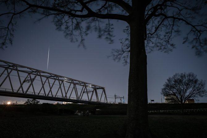 小さな流れ星と京成電鉄江戸川橋梁